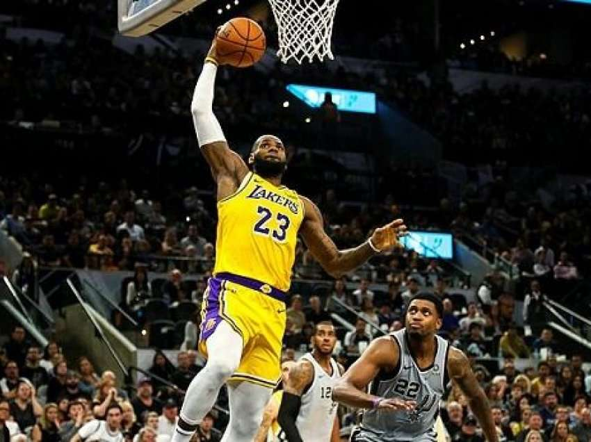 NBA: Los Angeles Lakers e LeBron James humb përsëri