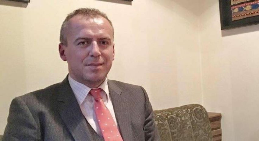 auto Vigan Qorrolli 735x4001608118408 - Vigan Qorrolli me lot në sy për vdekjen e mikut të tij: Avni Shabani m'i hapi dyert...