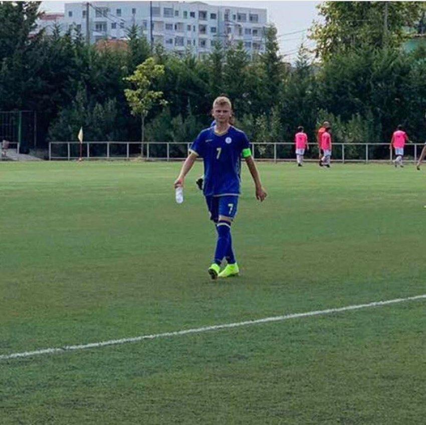 Igball Jashari një yll që po shkelqen në futboll! - Bota Sot