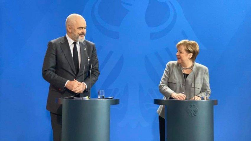 Merkel kërkon hapjen e bisedimeve me Tiranën e Shkupin në mars