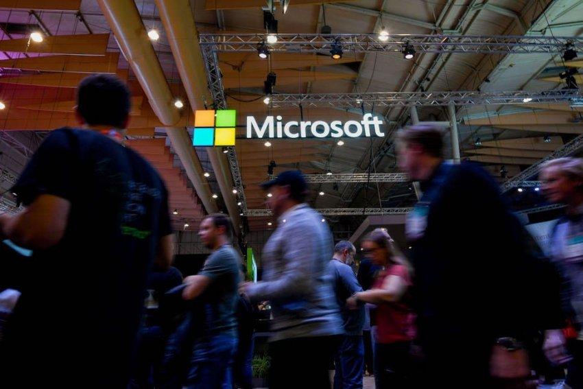 Microsoft pezulloi fushatat e saj reklamuese në Shtetet e Bashkuara të Amerikës si në Facebook ashtu edhe në degën e saj Instagram