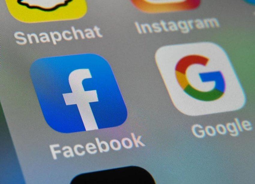 Facebook do të informojë përdoruesit nëse përmbajtja që po ndajnë është më e vjetër se tre muaj