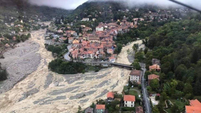 Dy të vdekur dhe 24 të zhdukur nga përmbytjet në Francë dhe Itali - Bota Sot