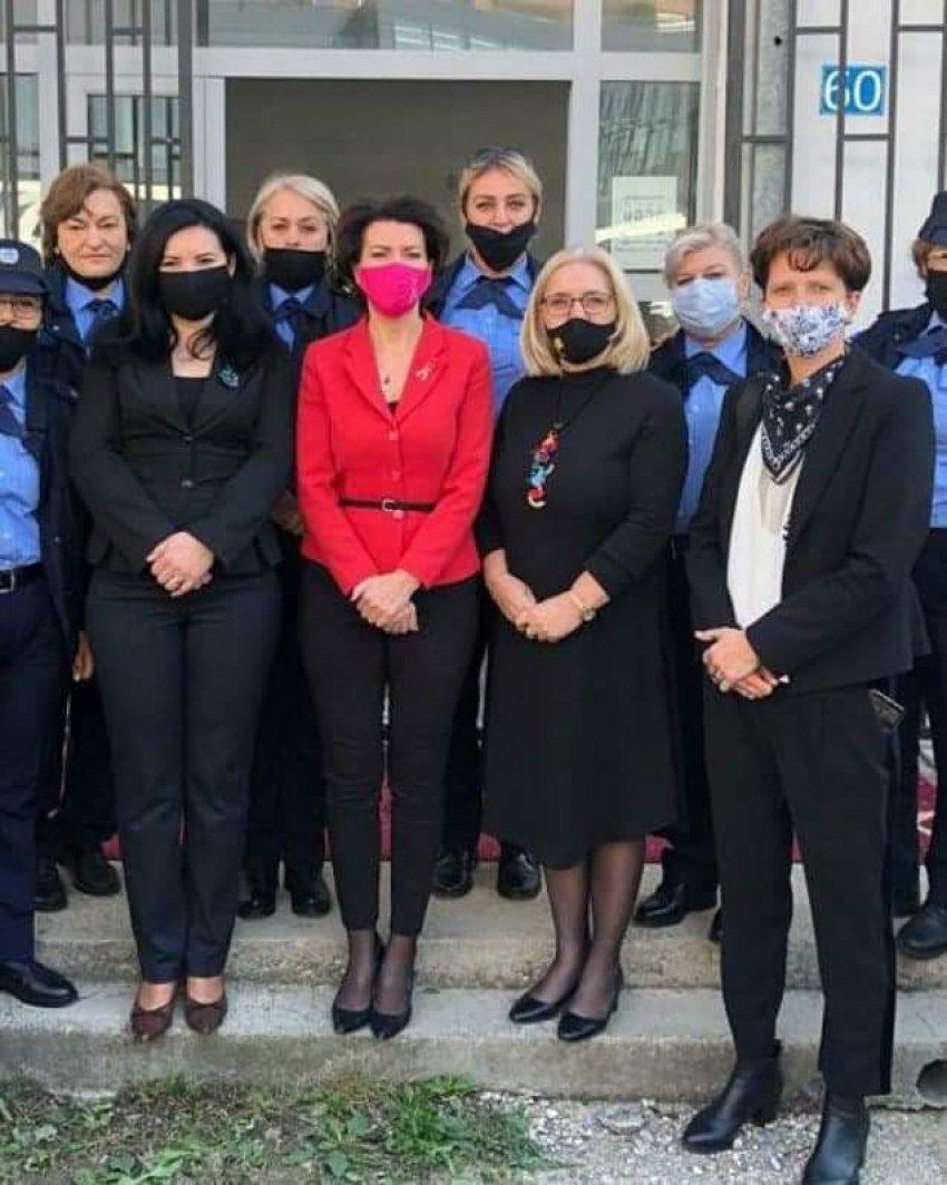 auto 122292977 639035930093861 5459010881779048042 n1603200167 - Ish presidentja Jahjaga në mbështetje të grave në Ferizaj, iniciativë e kryesueses Kristina Gashi-Bytyçi