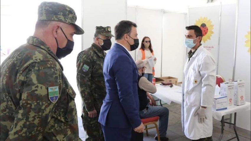 NATO kërkesë zyrtare Shqipërisë: Vaksinimi i Ushtrisë të bëhet vetëm me Pfizer!
