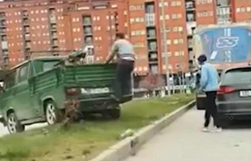 """Futi kamionetën në hapësirën e gjelbërt te """"Rruga B"""", kjo është gjoba për shoferin"""