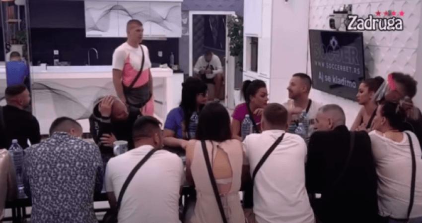 """Video që ka ngritur në këmbë serbët: Konkurenti në """"Big Brother Serbia"""" këndon shqip"""