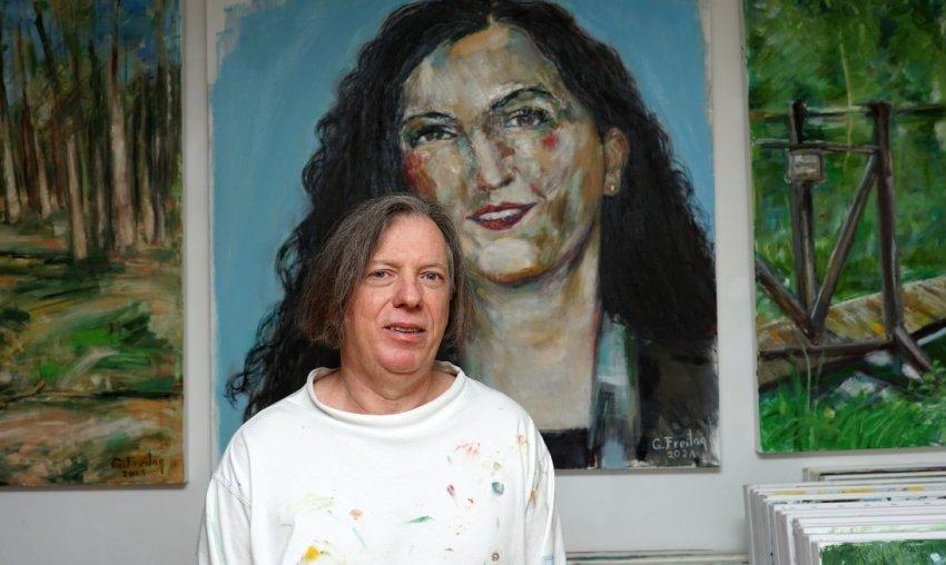 Piktori nga Kosova që jeton në Austri, i bën një portret presidentes Vjosa Osmani