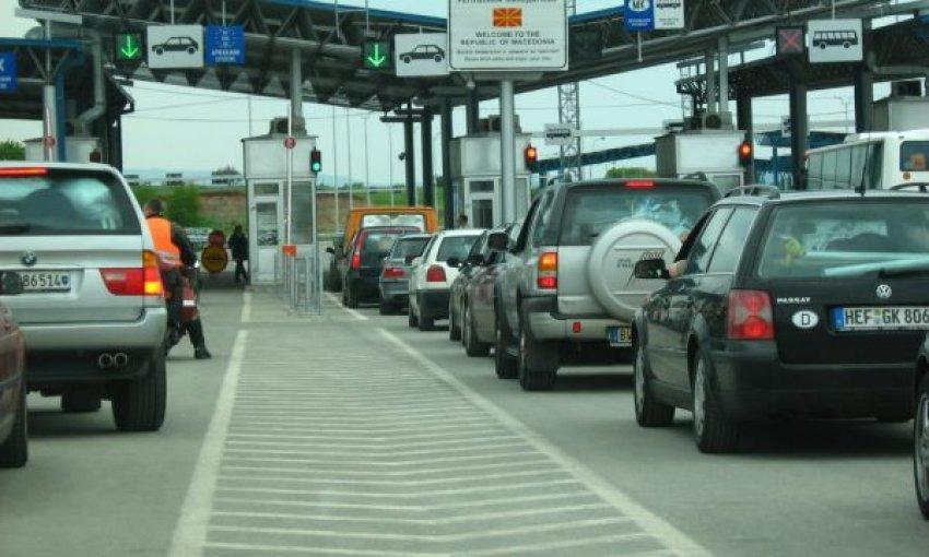 Bashkatdhetarët po presin deri në 7 orë për ta kaluar kufirin me Serbinë