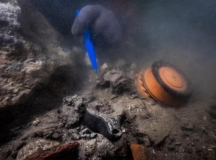 Arkeologët zbulojnë anijen e lashtë e cila u fundos 2,200 vjet më parë