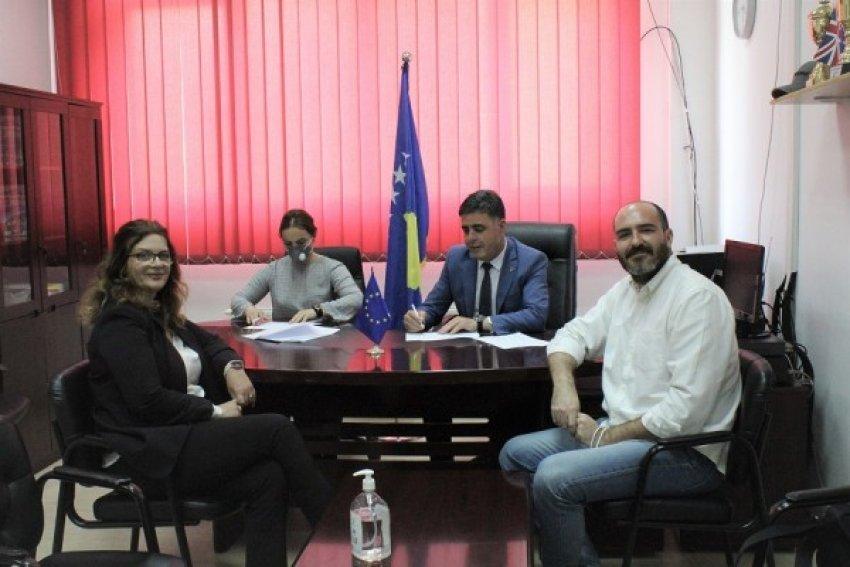 Volontari Nel Mondo-RTM arrin marrëveshje bashkëpunimi me Drejtorinë Komunale të Arsimit në Gjilan