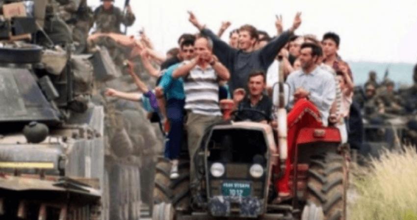 Video e rrallë/ Ky është momentit kur serbët largohen me vrap nga Kosova