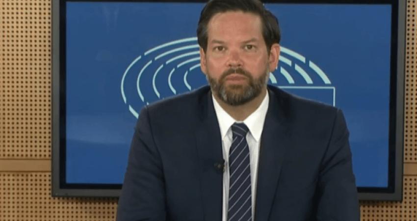 Eurodeputeti austriak: Më vjen keq që qytetarët e Kosovës nuk kanë liberalizim të vizave