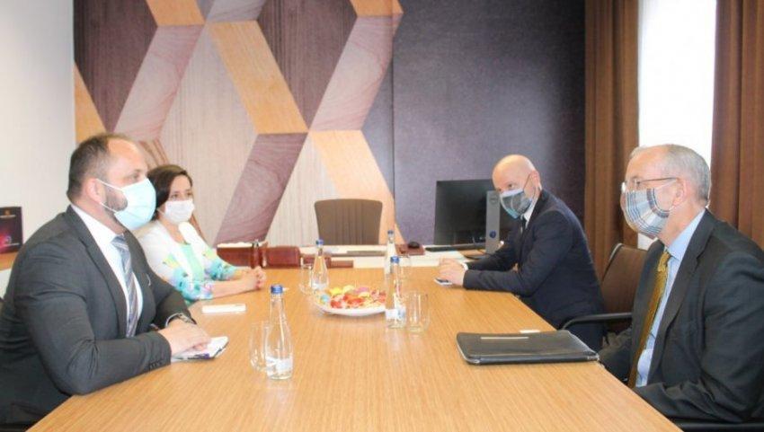 Davenport takohet me Radojeviç, bisedojnë për pandeminë dhe vaksinat anti-Covid