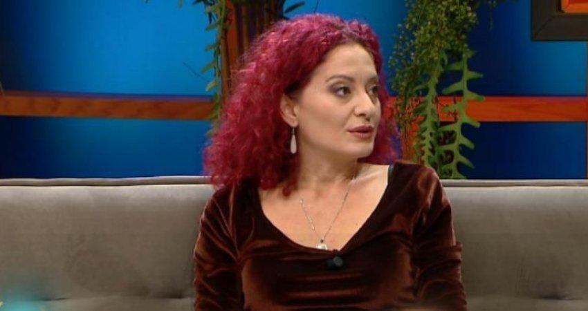 Mjekja shqiptare: Maskat janë kot, korona kaIohet me duhan
