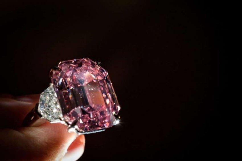 Unaza e diamantit me dy ngjyra pritet të shitet në ankand për 53 milionë dollarë