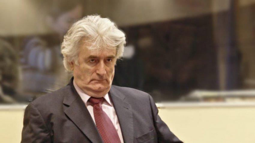 Arkitekti i gjenocidit në Srebrenicë, Radovan Karaxhiq dënimin e përjetshëm do ta vuajë në Britani
