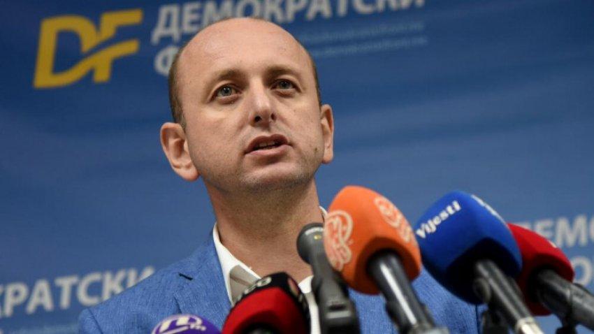 Politikanit serb i 'dhemb' afërsia Kosovë-Mali i Zi, ja çfarë shkruan pas takimit të ministrave të mbrojtjes