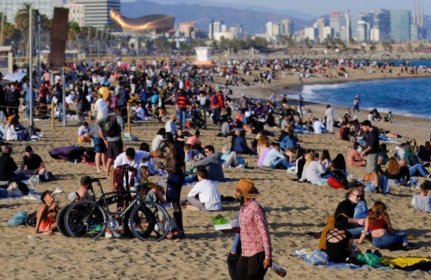 Spanja pret sivjet 45 milionë turistë të huaj