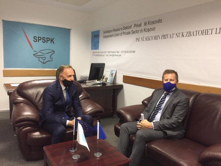 Shefi i BE-së takohet me Azemin, interesohet për trajtimin e punëtorëve në sektorin privat