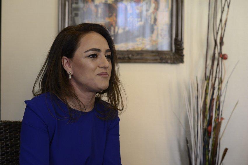 Aktivizohet edhe gruaja e Kadri Veselit/ Shkon në Skenderaj, ja kë po e përkrahë atje
