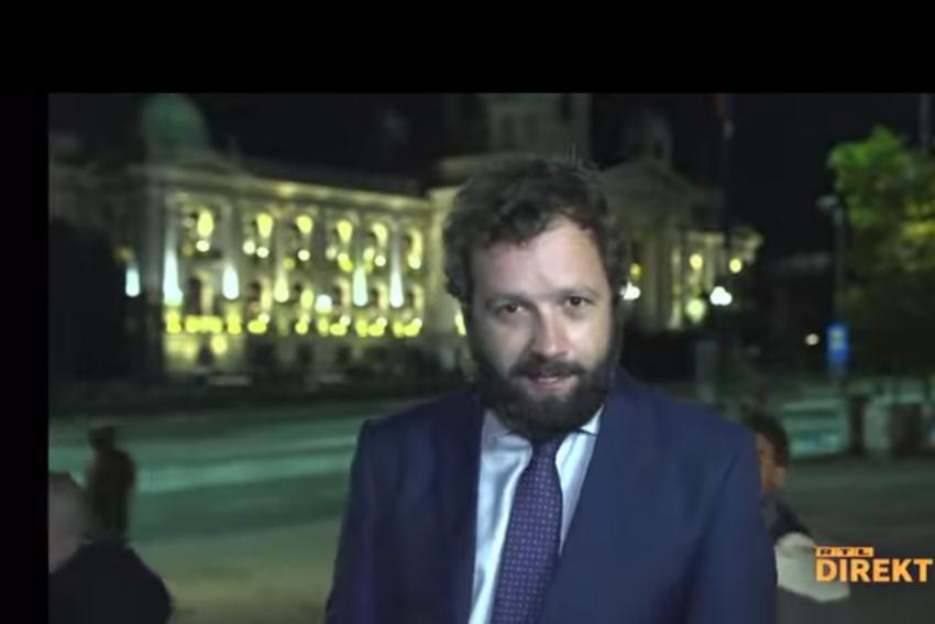 Pamje/ Gazetari shqiptar ishte duke raportuar direkt për televizionin kroat, pengohet nga protestuesit serbë