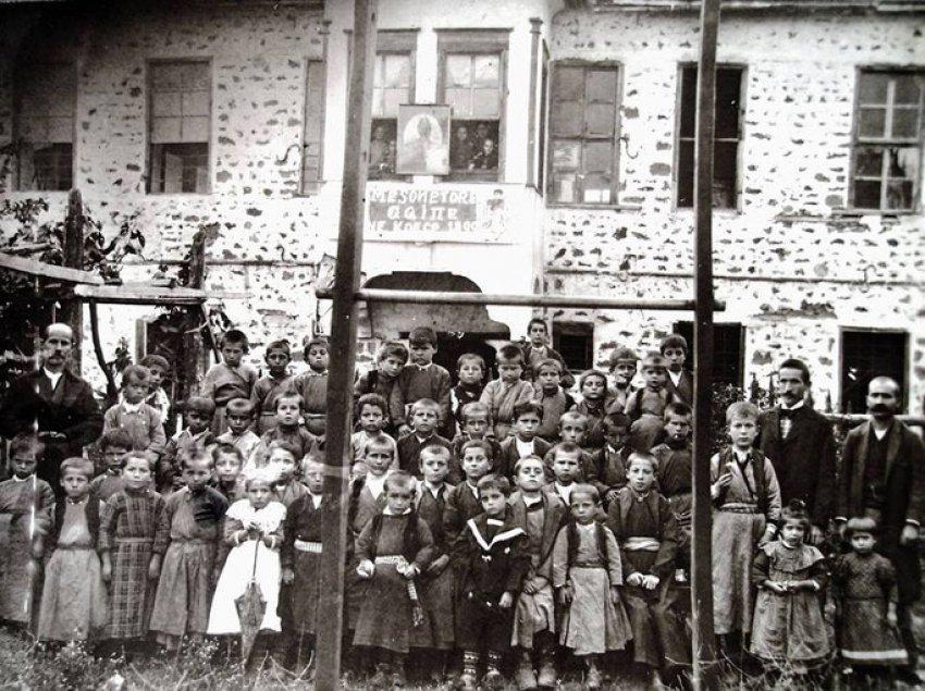 L'Echo de Paris (1910) / Preteksti i mbylljes së shkollave shqiptare në Elbasan dhe Korçë nga qeveria turke