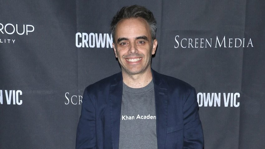 Reagon për herë të parë regjisori Joel Souza që mbeti i plagosur nga rasti tragjik i Alec Baldwin