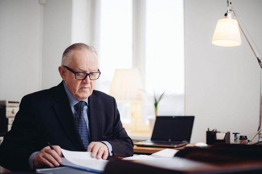 Martti Ahtisaari heq dorë nga gjitha aktivitetet publike, vuan nga kjo sëmundje e rëndë