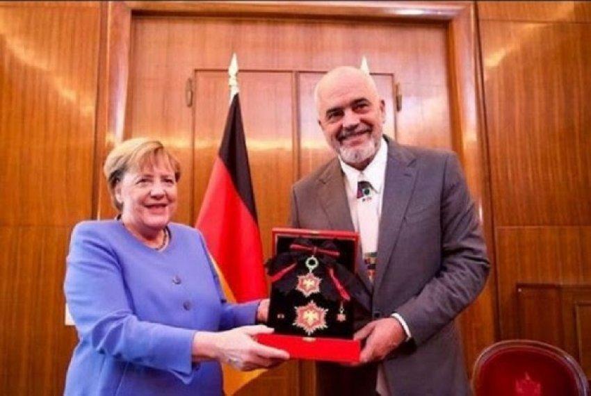 """Danke Angela"""" – Rama nderon Merkelin me medalje të veçantë - Bota Sot"""