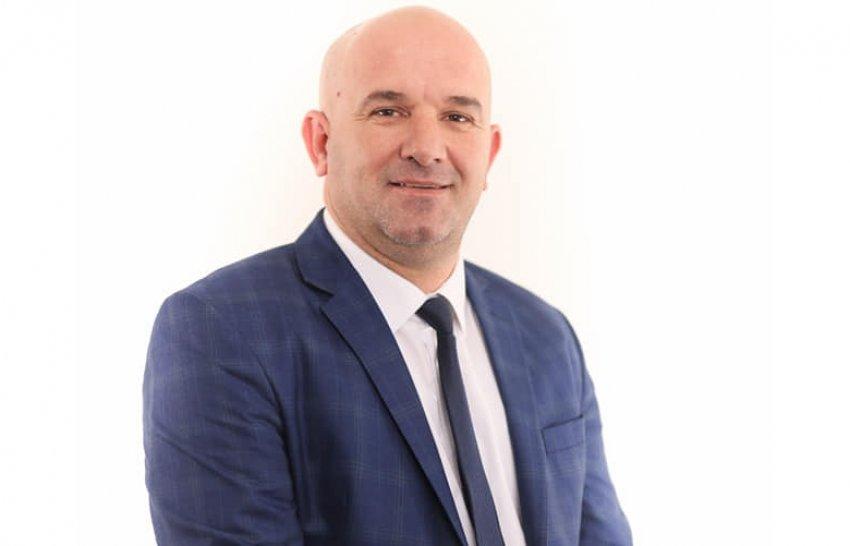 Kërkohet ngritja e pagës minimale në 500 euro! Prof. Mentor Ferizi 'godet' biznesmenët: Po i shkelin punëtorët, dhe nuk i paguajnë...