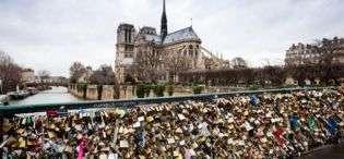 """""""Drynat e dashurisë"""" do të hiqen nga ura e Parisit"""